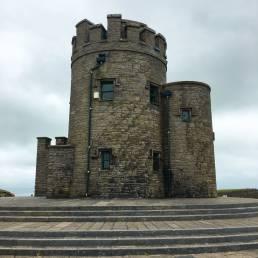 Der O'Brien's Tower an den Cliffs of Moher, Irland