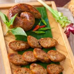 Sai Oua eine Nordthailändische Wurst aus Schweinefleisch aus Chiang Mais lokaler Küche