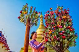 Das Songkran Festival wird Landesweit im April in Thailand gefeiert und besteht aus dem Gegenseitigen Reinigen mit Wasser